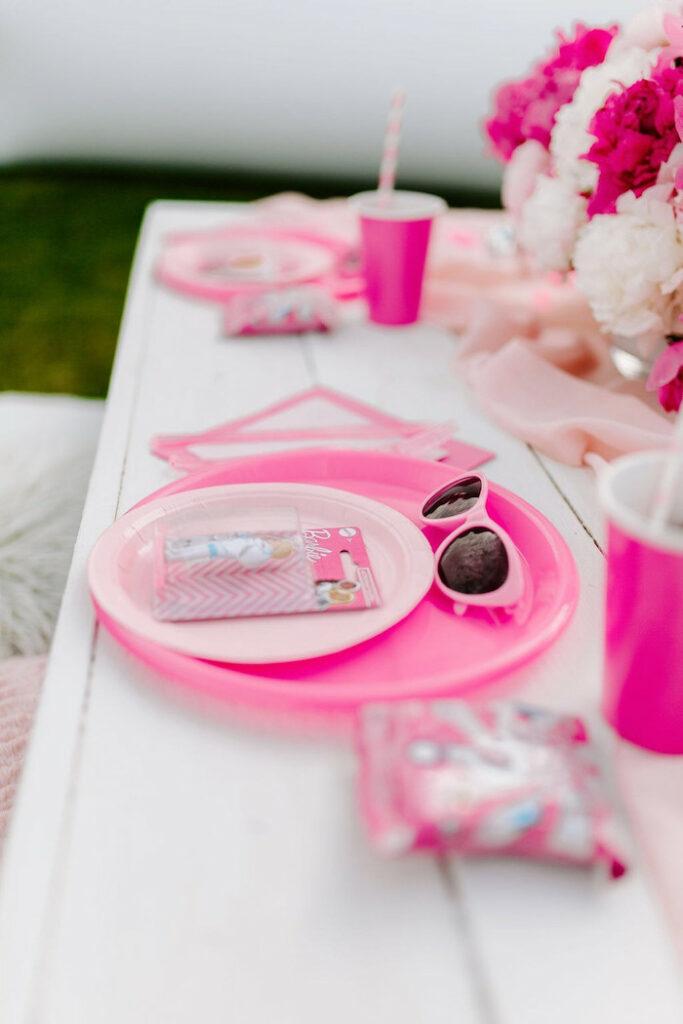 Mesa de Barbie de aChic Barbie Birthday Party en Kara's Party Ideas |  KarasPartyIdeas.com
