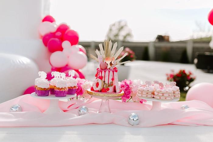 Mesa de postres temática de Barbie de una elegante fiesta de cumpleaños de Barbie en Kara's Party Ideas |  KarasPartyIdeas.com