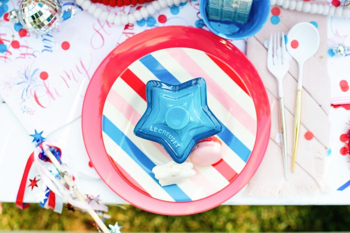 4th of July Table Setting from aModern Americana 4th of July Party on Kara's Party Ideas | KarasPartyIdeas.com