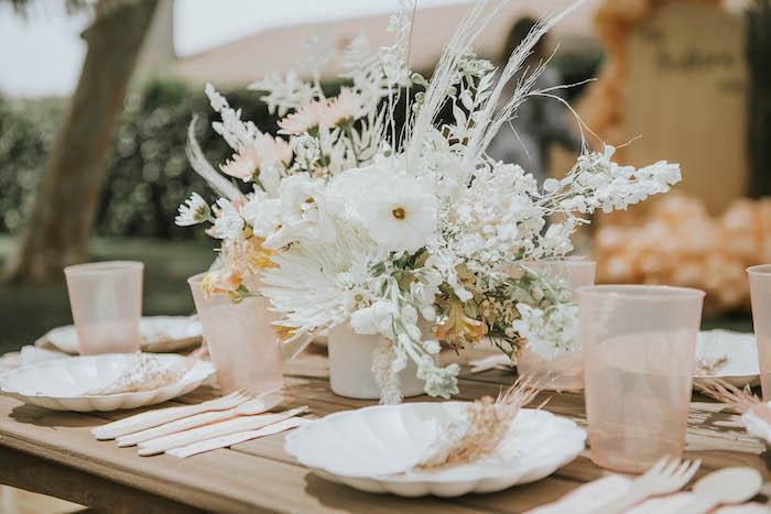 Fiesta de picnic de cumpleaños boho silenciada en las ideas de la fiesta de Kara |  KarasPartyIdeas.com