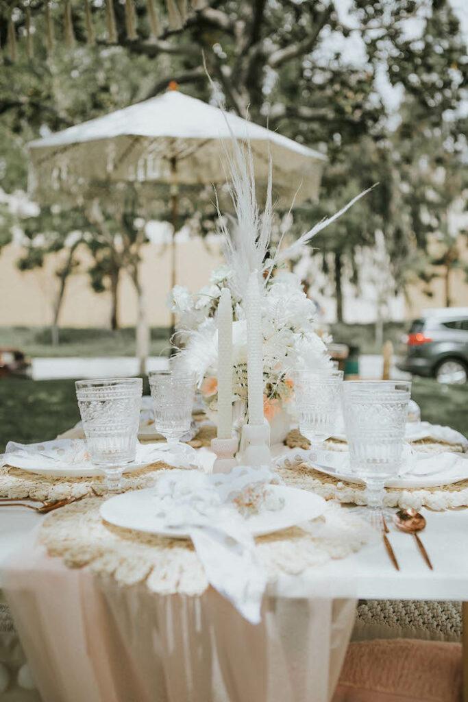 Elegante mesa de invitados Boho de una fiesta de picnic de cumpleaños boho silenciada en Kara's Party Ideas |  KarasPartyIdeas.com