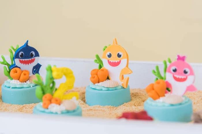 Baby Shark Oreos from a Baby Shark Birthday Party on Kara's Party Ideas | KarasPartyIdeas.com