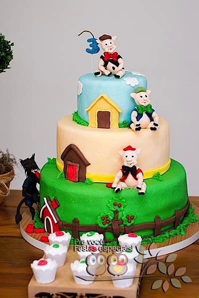 Three Little Pigs Cake Decoration