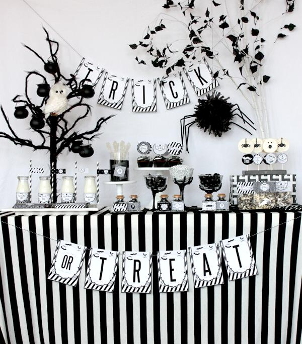 Kara\'s Party Ideas Black White Sophisticated Hitchcock Halloween ...