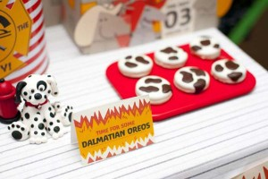 firemanbirthdaypartyfiretruckdesserttable-dalmatianoreos_600x400