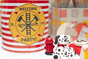 firemanbirthdaypartyfiretruckdesserttable-decoration2_600x400