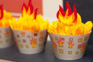 firemanbirthdaypartyfiretruckdesserttable-firehousecupcakes2_600x400