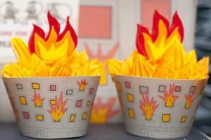 firemanbirthdaypartyfiretruckdesserttable-firehousecupcakes3_600x400
