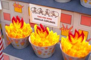 firemanbirthdaypartyfiretruckdesserttable-firehousecupcakes_600x400